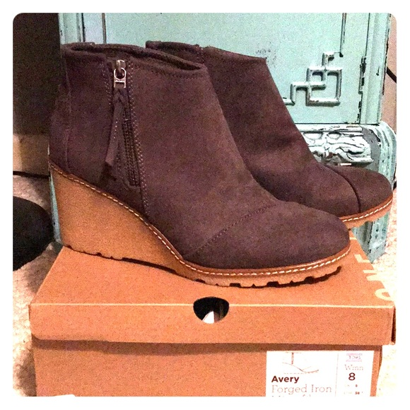 620f41664e81 Ron s Avery wedge booties New!